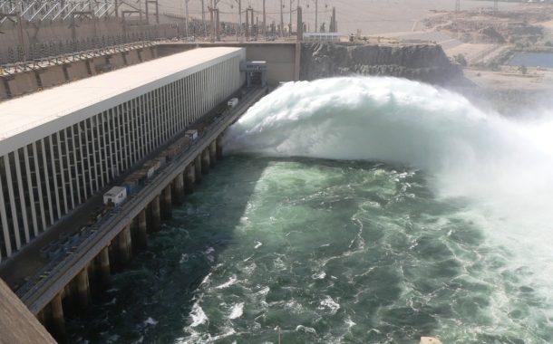 الري: تنفيذ عملية رفع خطوط المياه العكرة خلف السد العالي بأسوان