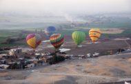 صور.. انطلاق 11 رحلة بالون تقل 220 سائحا أجنبيا ومصريا بالأقصر