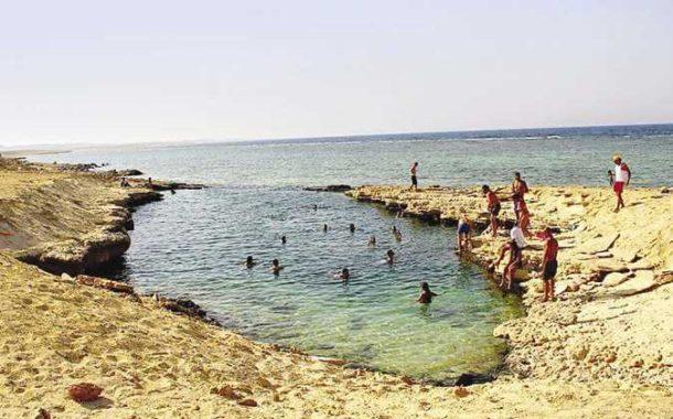 تعرف علي بحيرة «النيزك»... جمال البحر الاحمر حيث يكون العشق