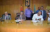 محافظ المنيا يوقع 37 عقداً كدفعة ثانية لتقنين أوضاع أراضي أملاك الدولة