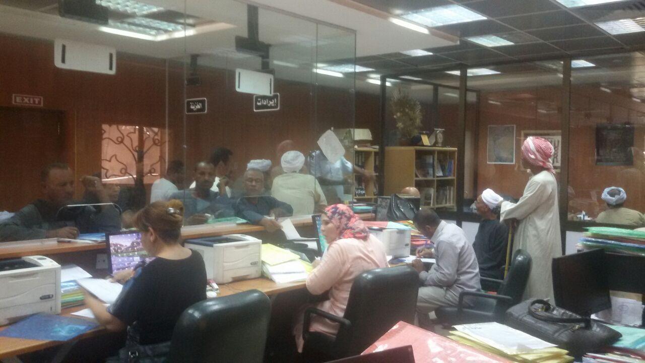 إقبال كثيف من المواطنين فى الساعات الأخيرة من إنتهاء مهلة تقنين أوضاع الاراضي الخميس