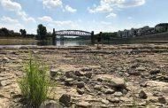 إستمرار الجفاف يكشف إطلال قرية المانية والسبب التغيرات المناخية
