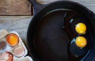 نصيحة طباخ شهير:الطريقة التقليدية لقلي البيض غلطة كبيرة