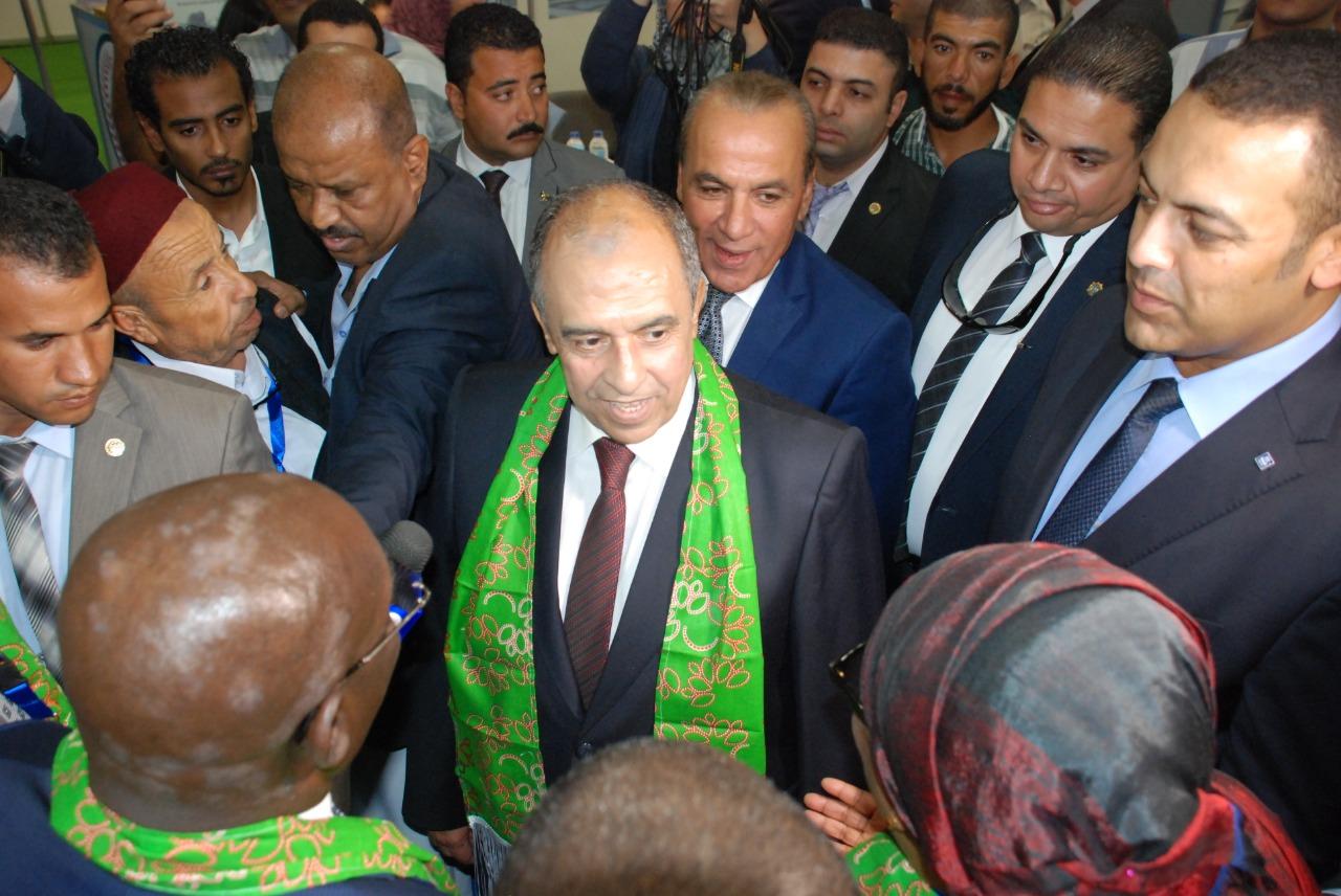وزير الزراعة خلال إفتتاحه معرض