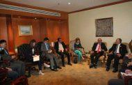 وزير الري يلتقي نظيره السنغافوري للإستفادة من تجرية إعادة إستخدام مياه الصرف