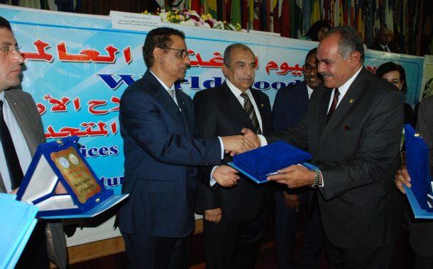 الفاو تكرم رئيس مركز بحوث الصحراء بحضور وزير الزراعة