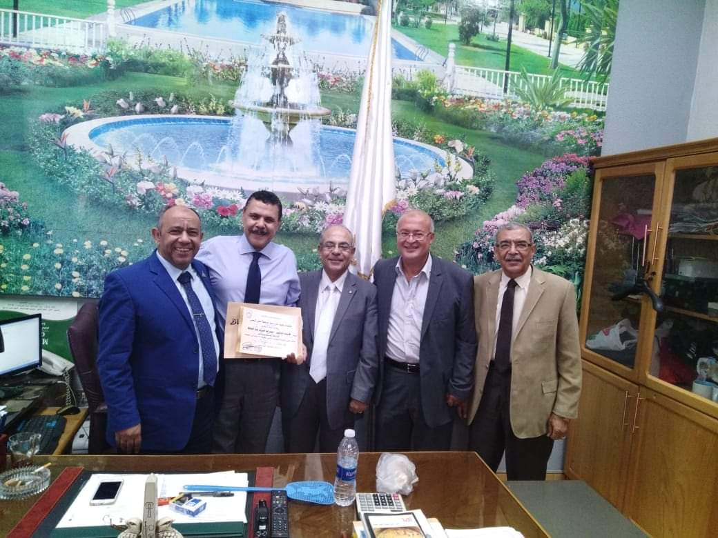 بالصور ... جامعة عين شمس تكرم الدكتور أحمد أبو اليزيد