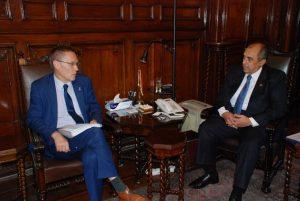 وزير الزراعة اثناء لقاءه ودونال براون نائب رئيس الصندوق الدولي للتنمية الزراعية الايفاد