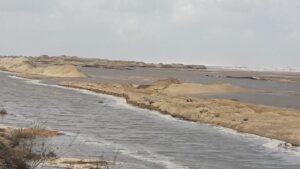 انهيار جزئي في شاطئ بلطيم بكفر الشيخ بسبب ارتفاع منسوب مياه البحر