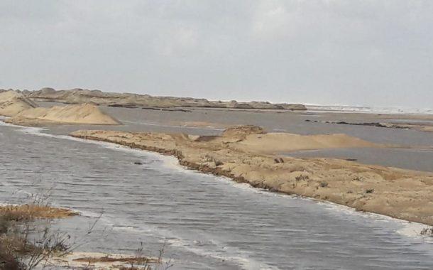 عاجل...انهيار جزئي في شاطئ بلطيم بكفر الشيخ بسبب ارتفاع منسوب مياه البحر | بالصور