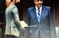 وزير الزراعة يكرم المخرج أحمد عبيد عن إبداعه في