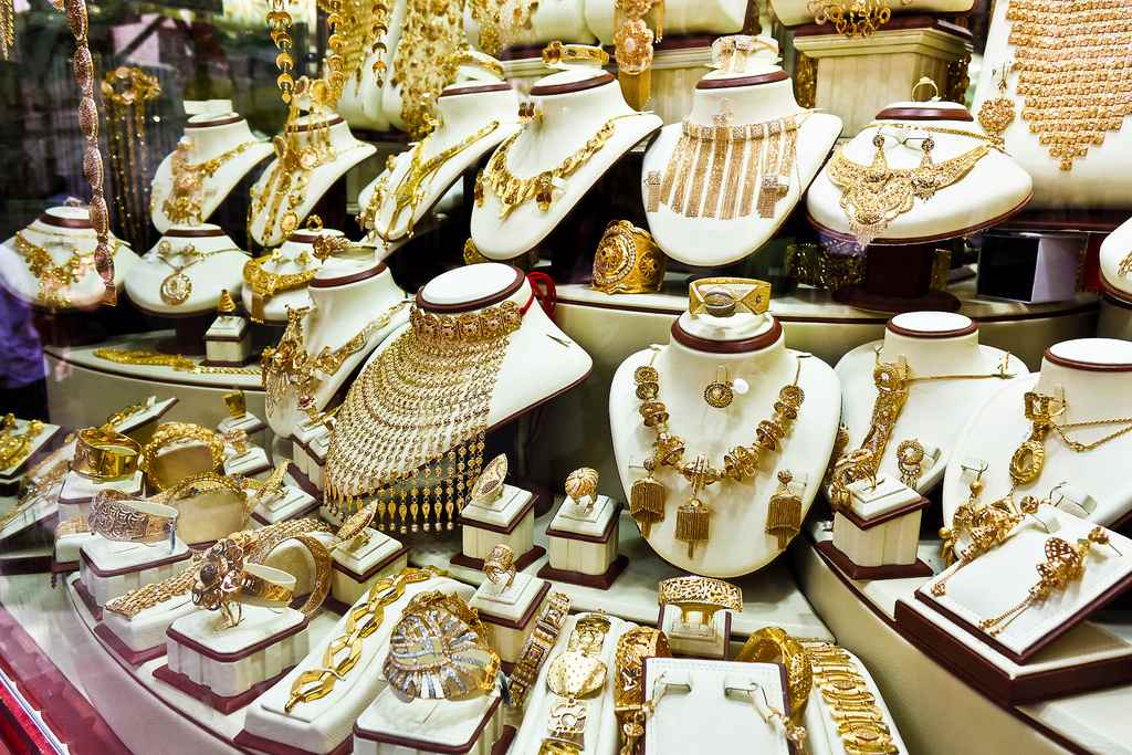 الامارات تعتمد 3 مواصفات قياسية في صناعة المجوهرات والألماس