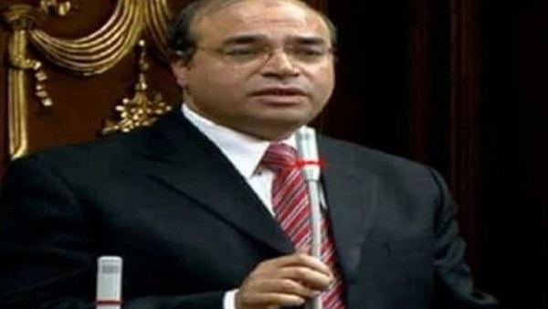 د مكرم رضوان يكتب: وقف آلام ملايين المصريين بين يدي