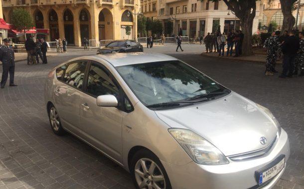 سيارة وزير البيئة اللبناني تثير جدلا واسعا في الدول العربية
