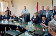 وزير الزراعة يمنح العاملين بمحطة بحوث سدس شهر مكافأة