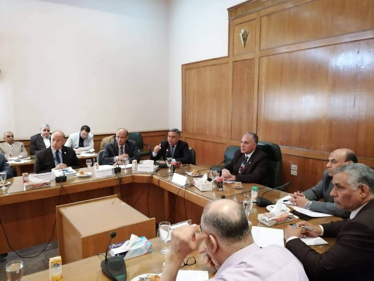 وزير الري يستعرض الموقف المائي والإستعدادات لموسم الزراعي الصيفي