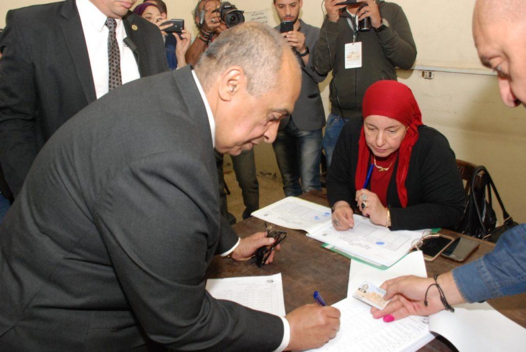 وزير الزراعة يدلي بصوته في الإستفتاء علي التعديلات الدستورية