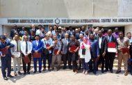بالصور...وزير الزراعة يسلم شهادات التدريب ل 53 مبعوثا من 32 دولة