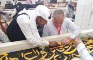 رئيس بعثة الحج يلتقى بالحجاج المصريين ويستمع الى مشاكلهم ويزور مصنع كسوة الكعبة