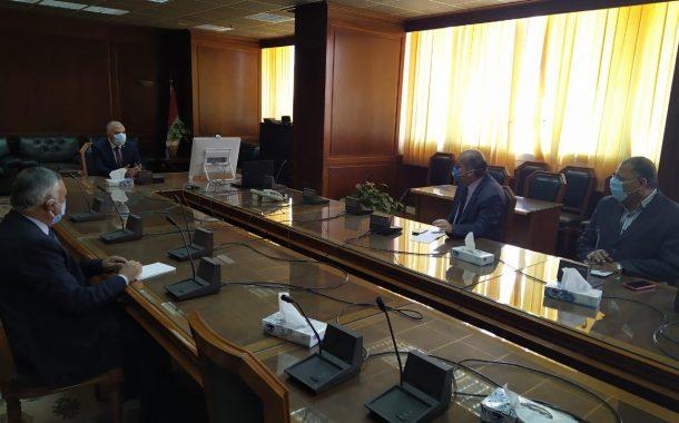 وزير الري يواصل متابعة أعماله من مكتبه بمقر الوزارة بعد إنتهاء فترة العزل المنزلي